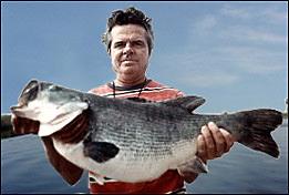 Captain Ed Chancey with his 16lb 10oz Lake Toho bass fishing guide trip record
